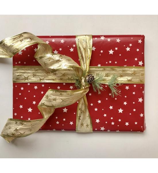 Подарочная новогодняя упаковка со звездами и золотой лентой. Размер большой 35*29