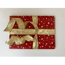 Подарочная новогодняя упаковка со звездами и золотой лентой. Размер маленький 15*16 фото