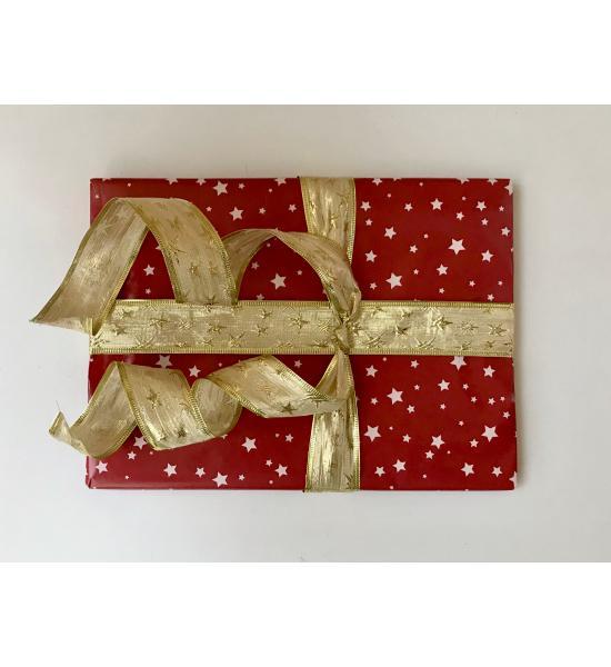 Подарочная новогодняя упаковка со звездами и золотой лентой. Размер маленький 15*16